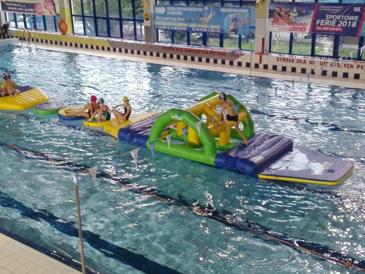 Ośrodek Sportowo Rekreacyjny w Zabierzowie Mikołajkowa niespodzianka dla dzieci na pływalni OSR Zabierzów